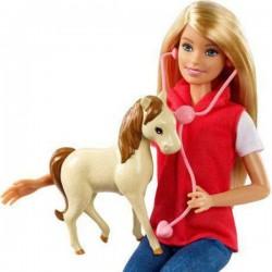 Papusa Barbie set fermier cu animalute Mattel GCK86